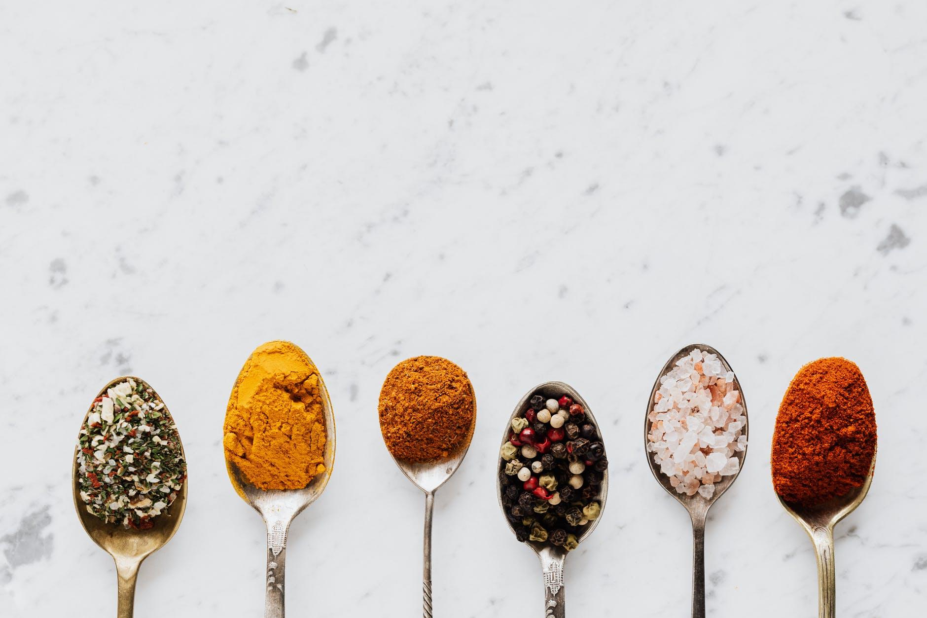 Varrios tipos y mezclas de sal